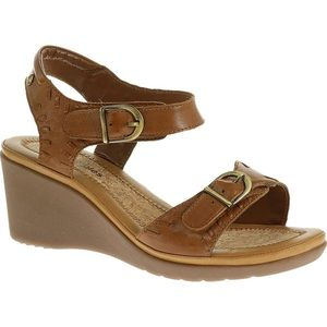 NWT 9.5 Hush Puppies Wedge Sandles
